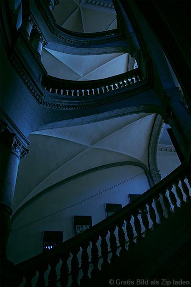 Dunkler Treppenaufgang