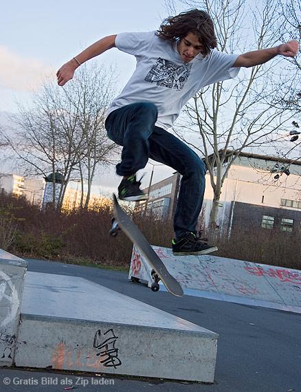 Skateboarder beim Sprung - Guten rutsch ins neue Jahr