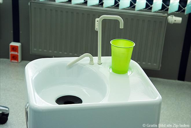 Zahnarzt - Becken für die Mundspülung